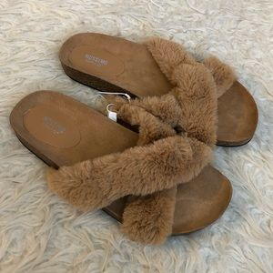 Mossimo Bella fur crossband slip on sandals shoes